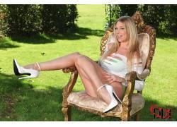 高跟鞋,腿,金发,户外的女短剑,椅子,微笑,长发,女性,女人,美女,坐