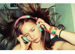 黑发,头戴耳机,女性,女人,美女,面对,闭着眼睛,人物2524