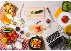 桌子上的各种食材