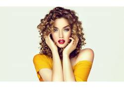 金色卷發時尚美麗女子圖片
