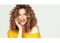金色卷发时尚美丽女子图片