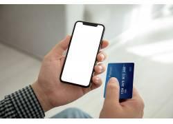 人手手拿手机银行卡