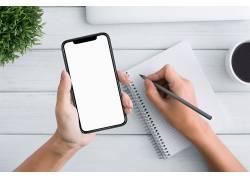 手拿空白手机模型