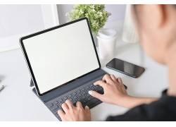 手按键盘的人商用笔记本,JPG