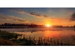 晚霞森林湖泊美景图片