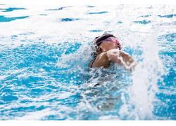 游泳池美女