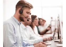 戴耳机话筒专业服务人员