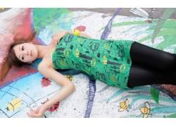 Mikako Zhang,亚洲,女性,女人,美女,连衣裙,躺着,绿色的衣服,张凯
