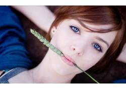 蓝眼睛,嘴唇,红发,女性,女人,美女,躺着,看着观众,面对,小穗,黑麦