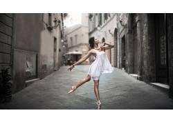 女性,女人,美女,芭蕾舞鞋,舞蹈家,街,户外的女芭蕾舞演员,白色礼图片