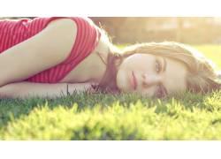 女性,女人,美女,户外的女草,躺着,看着观众,阳光29534
