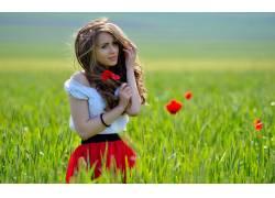 女性,女人,美女,花卉,红色的花朵,草,户外的女人物32115