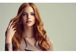 美丽卷发女人