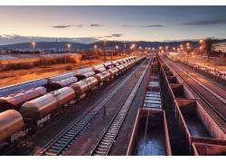 铁轨上的运货车