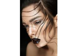 个性发型的外国美女