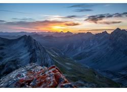远 望山峰美丽多娑雄伟壮观图片