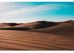 金色沙漠天空