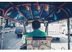 公路 骑车旅游的人物