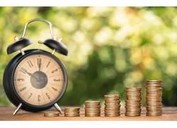 闹钟堆积硬币