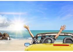 阳光海面人物汽车